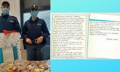 """Una lettera e centinaia di caramelle per i poliziotti: """"Grazie per quello che fate per noi"""""""