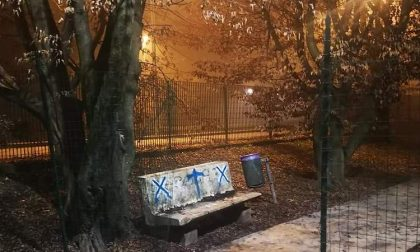 Sabotaggio nel giardino della scuola Robbiolo: tagliata la rete di protezione