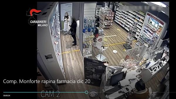 Rapina la farmacia