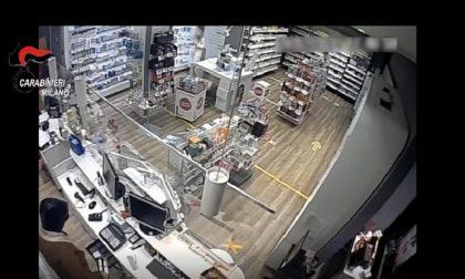 Rapina la farmacia e ruba il telefono alle commesse: tradito da una chiamata