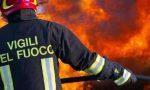 Incendio in un appartamento a Corsico, due feriti e palazzo senza corrente per ore