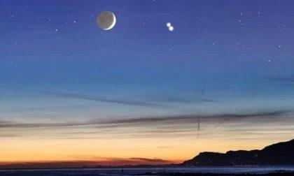 """21 dicembre 2020: occhi al cielo per vedere la """"Stella di Natale"""", la grande congiunzione di Giove e Saturno"""