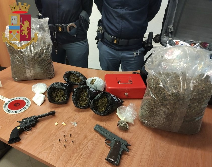 Droga nascosta arrestato pusher