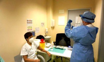 Immunità di massa entro agosto: a Milano servono 22702 vaccini anti Covid al giorno