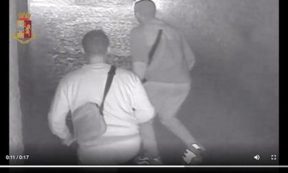 Picchiano, violentano e derubano una donna: arrestati due ventenni VIDEO