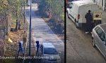 """Incivili buttano rifiuti in mezzo alla strada: """"Ecco il video, fatelo girare"""""""