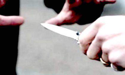 Ragazzini di 14 e 15 anni rapinano coetanei minacciandoli con un coltello