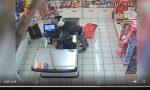 Rapina armato negozio di dolci a Rozzano: incastrato dalle telecamere