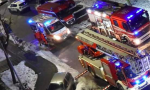 Incendio devasta appartamento in via dei Lillà, quattro intossicati