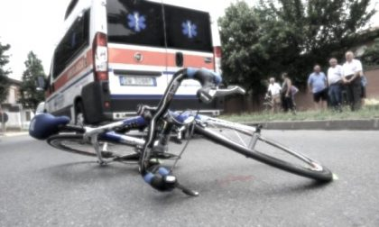 Tragedia lungo la via Emilia: ciclista investito da un'auto