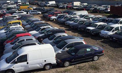 """Caos veicoli dimenticati nei depositi, le opposizioni: """"Il sindaco sapeva da anni"""""""
