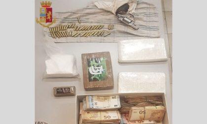 Droga e 120mila euro in contanti nascosti in casa: arrestato 43enne