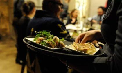 """Iniziativa dei ristoratori """"Io apro 1501"""": 200 persone multate, i gestori rischiano la chiusura"""