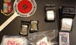 Quasi mezzo chilo di cocaina nascosta in bagno a Trezzano: arrestato 20enne