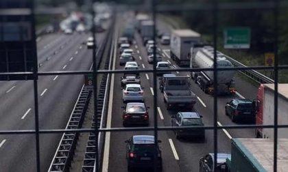 Ribaltamento sulla Tangenziale Ovest: traffico in tilt per alcuni chilometri