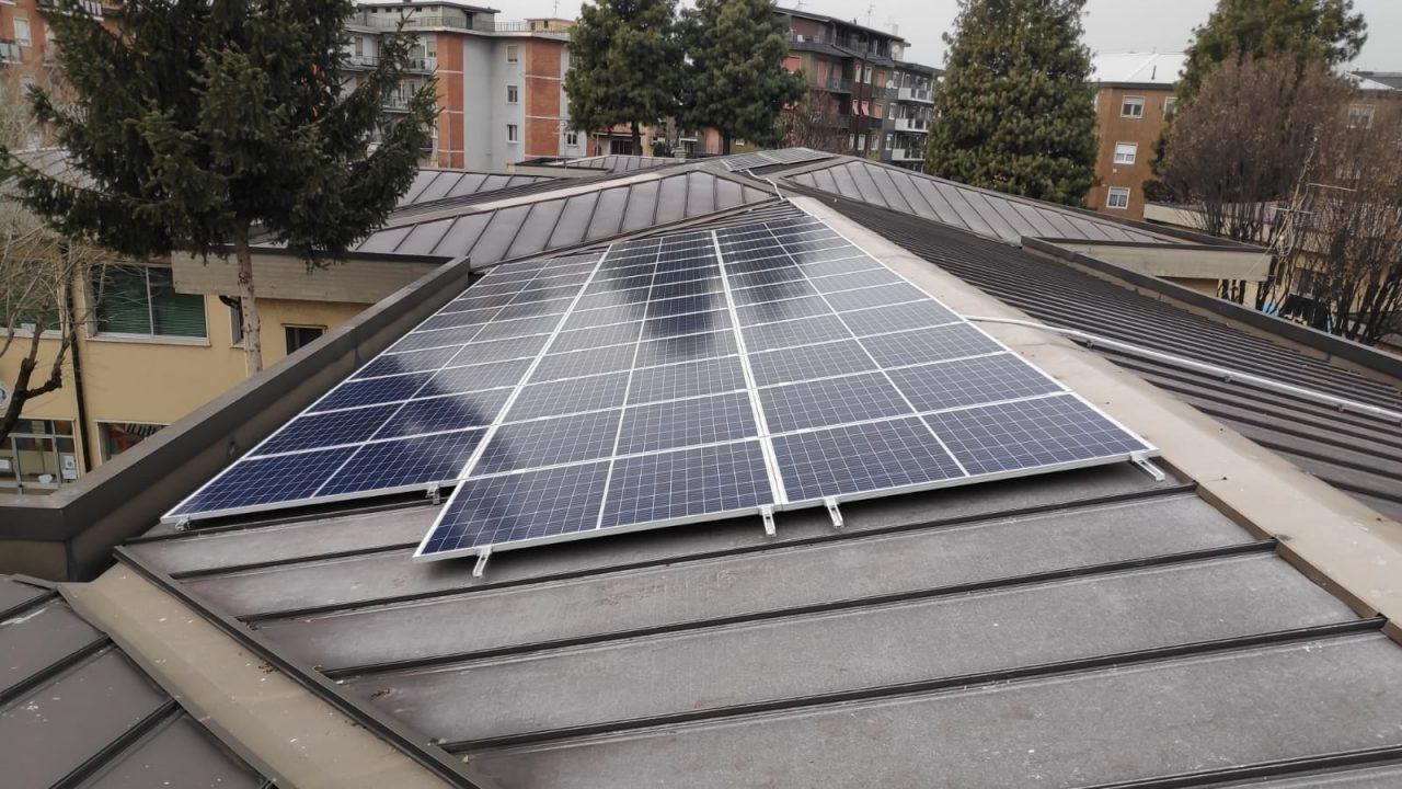 Scuola Alessandrini tetto fotovoltaico