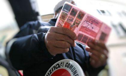 Guidava l'auto da nove anni con la patente revocata: 5mila euro di multa