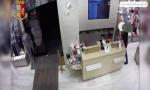 Il video della rapina e accoltellamento di una commessa da Yamamay: arrestato