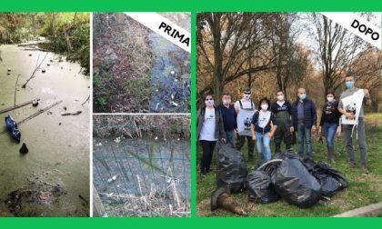 Volontari del Wwf ripuliscono la Roggia Viscontea dai rifiuti