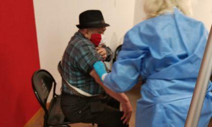 Primo giorno di vaccinazioni a Trezzano: organizzazione rigorosa ma ancora caos nelle prenotazioni