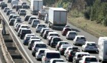 Incidente sulla A1 coinvolge un mezzo pesante: 4 feriti e traffico paralizzato