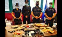 Tracce di droga, telefoni e 50mila euro: blitz della polizia locale in un appartamento di Buccinasco