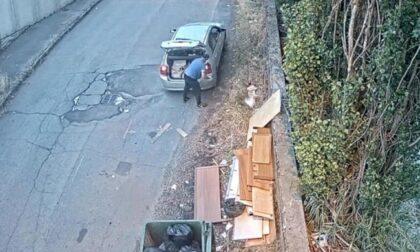 """Beccato mentre scarica rifiuti a bordo strada: """"Grazie alle segnalazioni dei cittadini"""""""