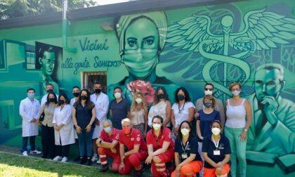 """Un murale a Buccinasco per onorare gli eroi della sanità: """"Vicini alla gente, sempre"""""""