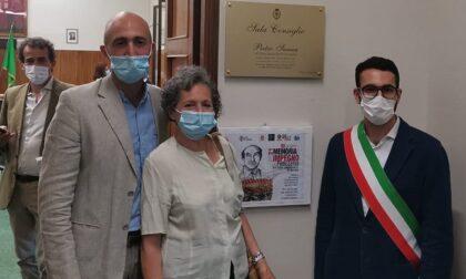 Il lunghissimo applauso per Pietro Sanua: la sala consiliare di Corsico è ora dedicata a lui