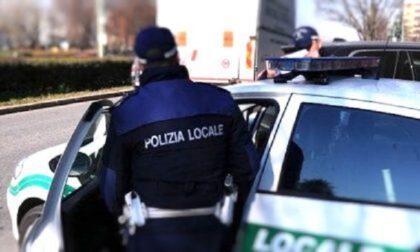 Ubriaco alla guida di un furgone: fermato dalla polizia locale a Buccinasco