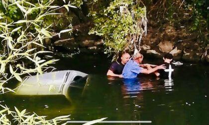Rozzano, si tuffano nel Lambro per salvare un anziano finito nel fiume con la sua auto