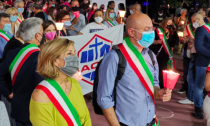 Oltre 300 persone a Buccinasco manifestano contro le parole di Papalia