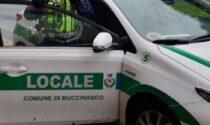 La Polizia locale di Buccinasco sequestra 16 cani e una pistola in una villetta di via Nearco