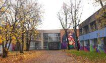 Paura alla scuola Cuciniello, crolla perte del soffitto in palestra: verifiche in corso