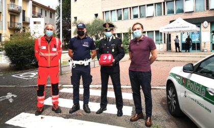 Defibrillatori nelle auto della polizia locale a Buccinasco