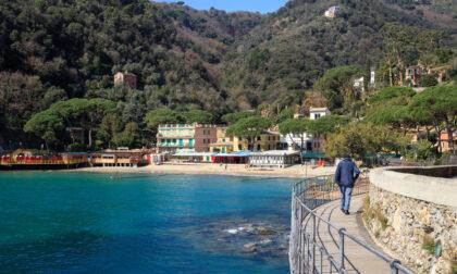 Turista americano rimane chiuso sul balcone dell'hotel, si cala e muore