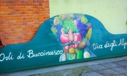Festa e solidarietà: gli ortisti di Buccinasco donano un defibrillatore alla polizia locale