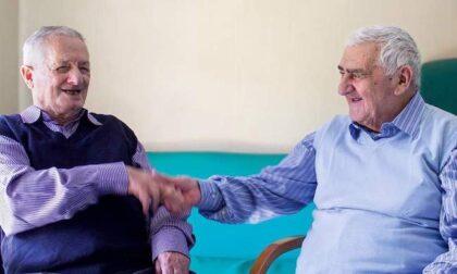 Giuseppe e Costantino, un'amicizia lunga 75 anni tra gli ospiti da più tempo in Sacra Famiglia