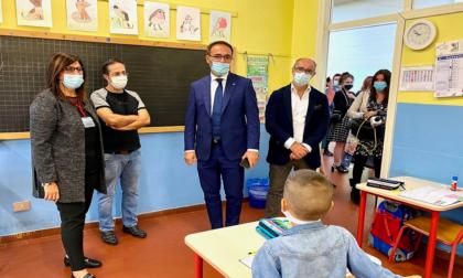 """Il sottosegretario Sasso in visita alle scuole di Rozzano: """"Vere eccellenze"""""""