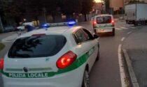 Controlli fino a mezzanotte della polizia locale, accertamenti su 50 veicoli a Trezzano
