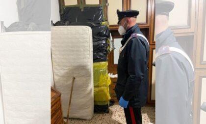 Nasconde per due anni il cadavere della madre nell'armadio per continuare a prendere la sua pensione